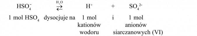 1 mol HSO4- dysocjuje na 1 mol kationów wodoru i 1 mol anionów siarczanowych (VI).